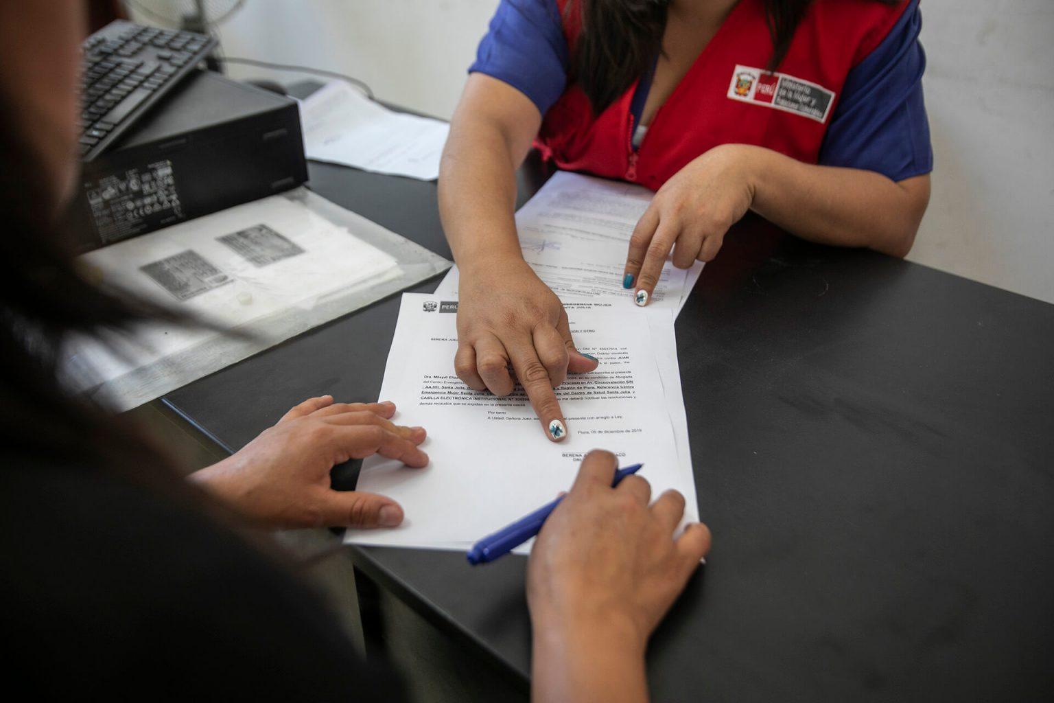Los servicios esenciales incluyen apoyo psicosocial y legal.